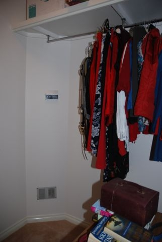 walk-in-robe-with-hanging-clothes